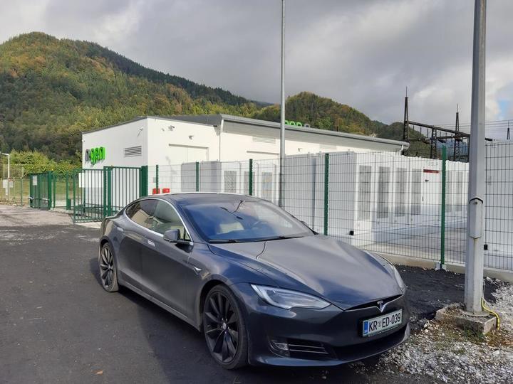 Tesla-hranilnik-baterija-energija-NGEN-Jesenice-5d9f9b1d56b53.jpg