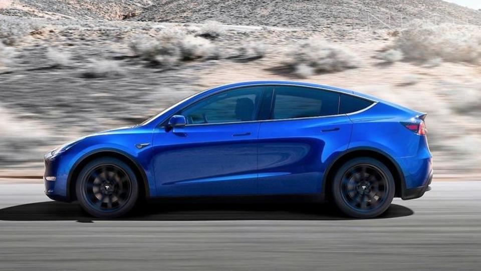 Tesla razkrila model Y, evropske cene bodo krepko višje kot ameriške