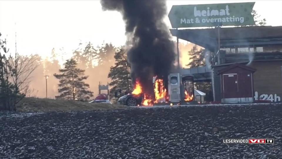 (video) Tesla model S na Norveškem zgorela pri polnjenju