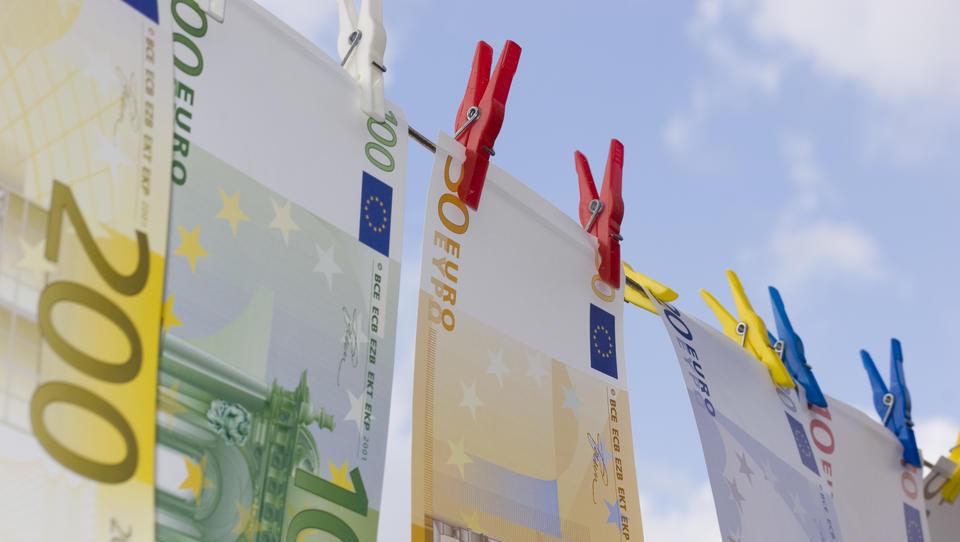 TOP razpisi tega tedna: ministrstvo za delo, evropska komisija, občine ...