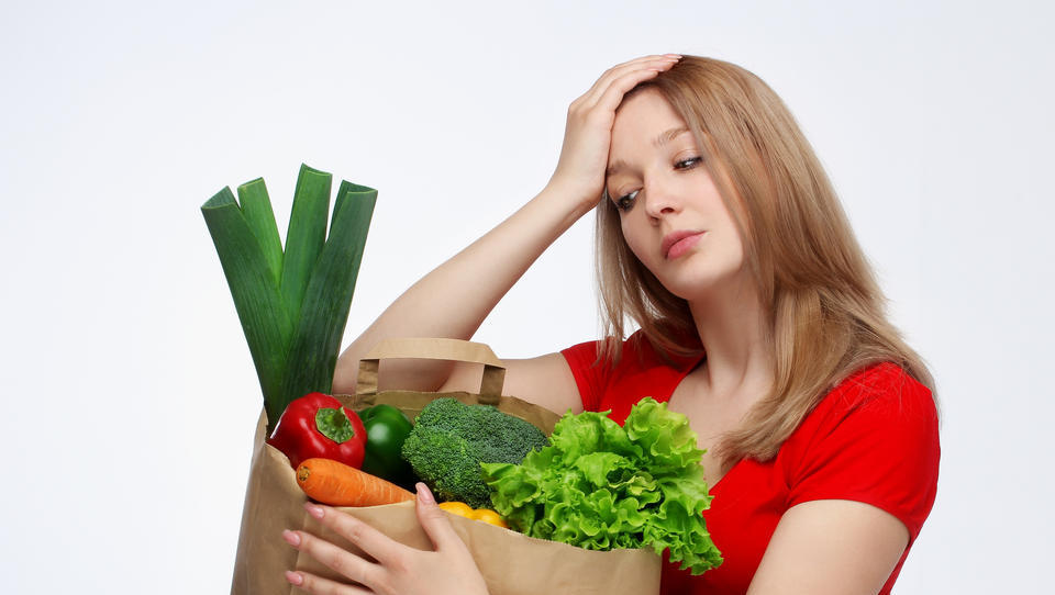 Za hrano vsak mesec porabimo 600 evrov! Kako naj znižamo ta gromozanski strošek?