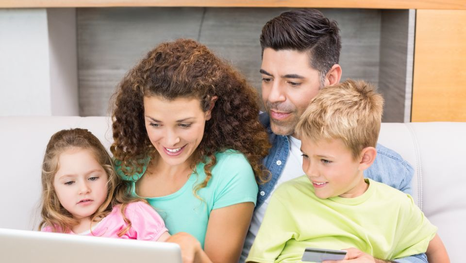Edini slovenski projekt finančnega opismenjevanja mladih zdaj poleg učiteljev vabi tudi starše