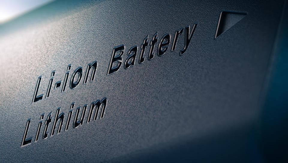 Razogljičenje energetike z velikimi baterijami? Pozabite!
