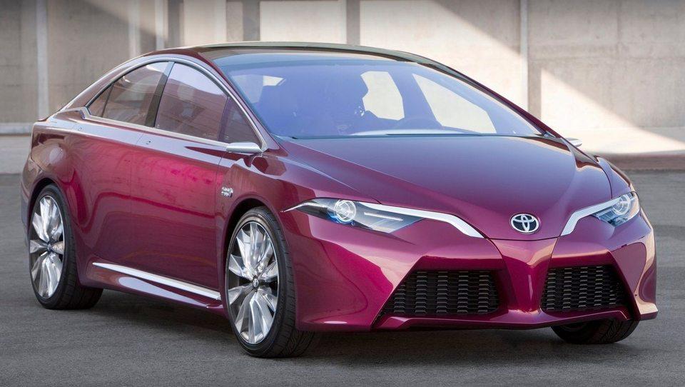 Toyota prius 2015: Še manjša poraba, izbira dveh baterij in štirikolesnega pogona
