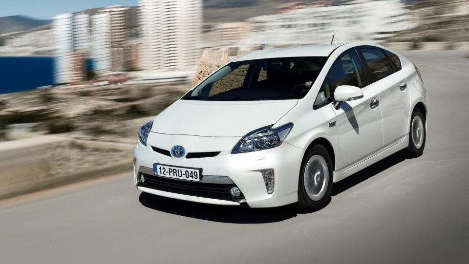 Toyotini hibridi se množijo s svetlobno hitrostjo