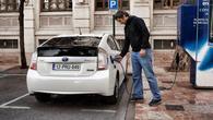Vidna rast prodaje Toyotinih hibridov