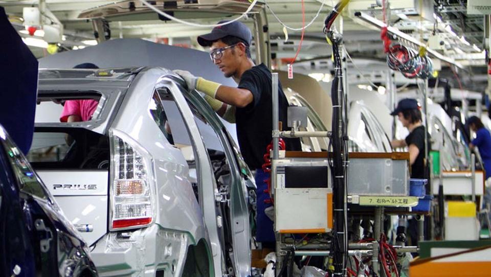 Toyota bo prestol branila z novima tovarnama