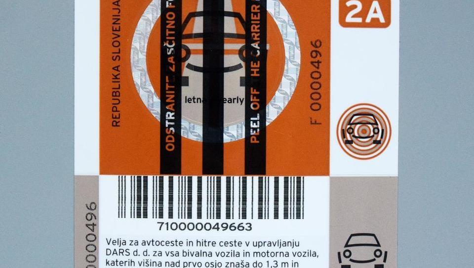 Na vetrobranskem steklu vinjeta, kazen pa 500 evrov