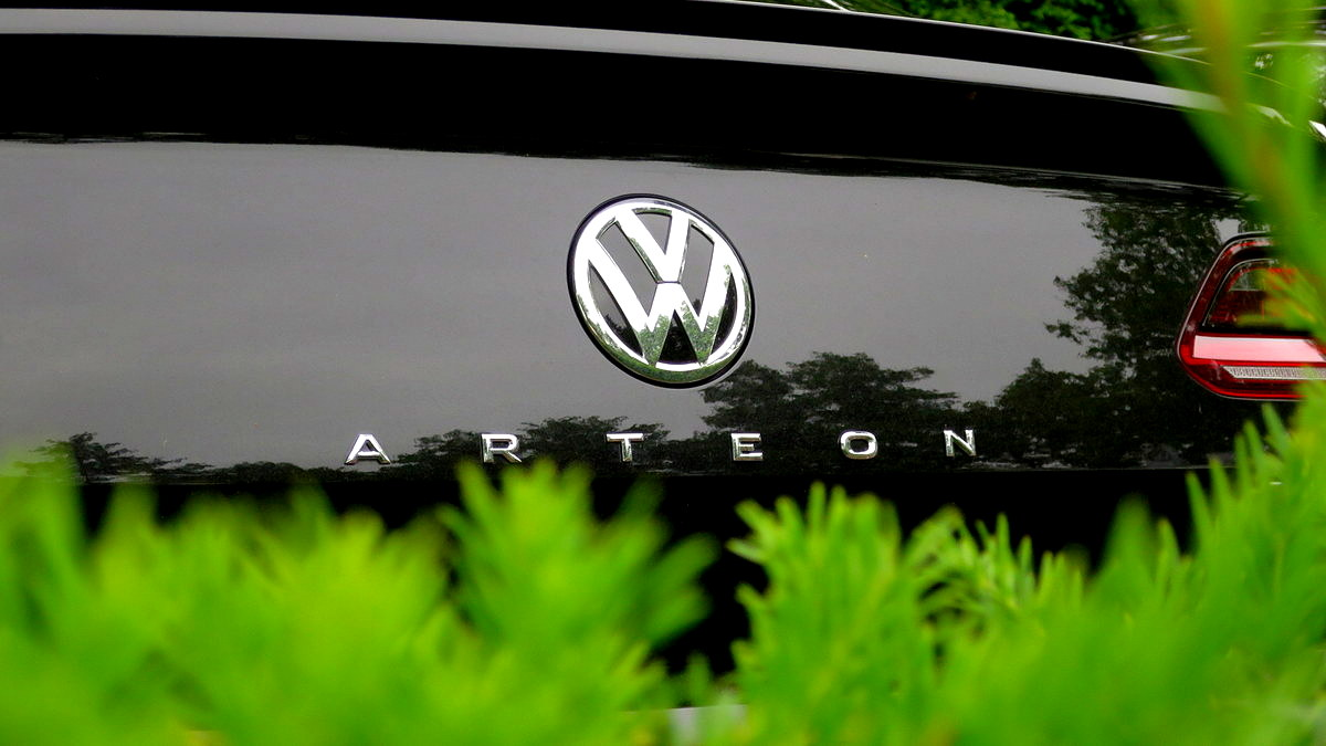 Slovenci spet hlastamo po avtih, vsak tretji avto je iz Skupine VW