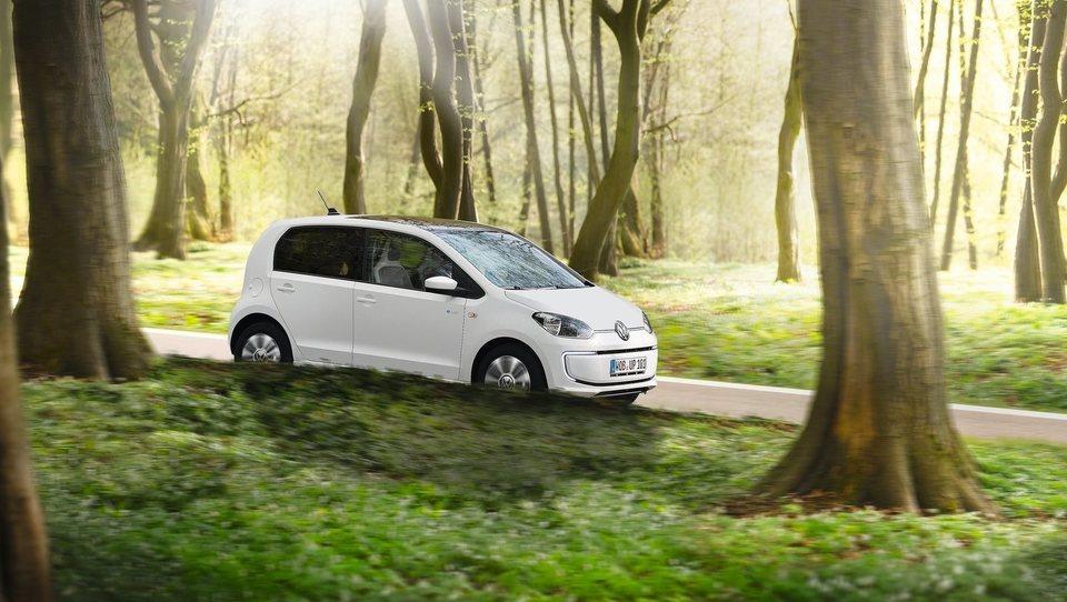 Subvencije za električne avte potrjene, letos na voljo 2,5 milijona evrov