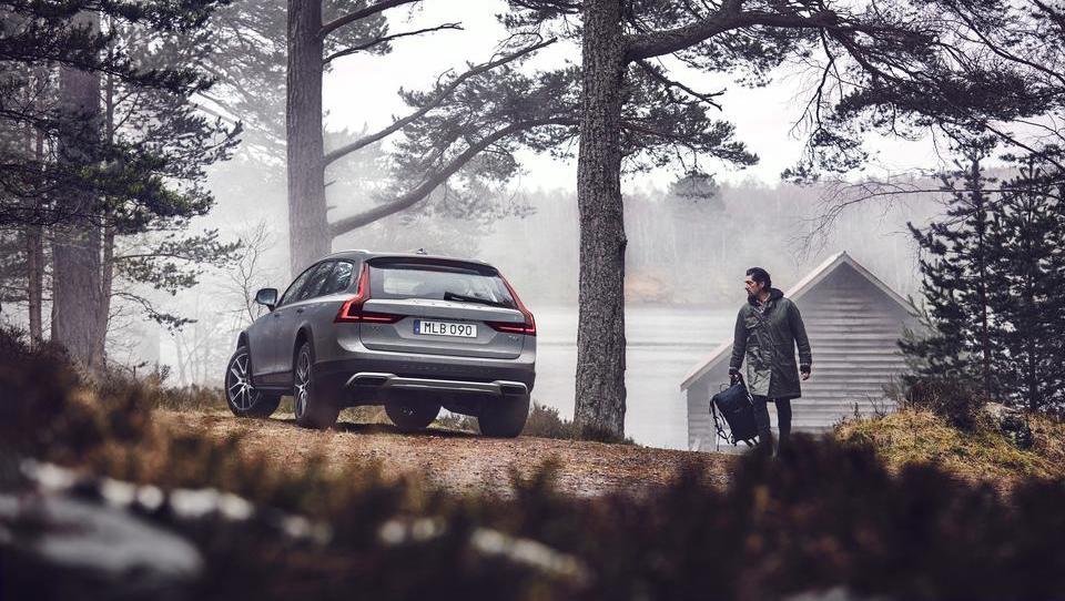 Volvo V90 Cross Country: Prestižen karavan za avanturiste