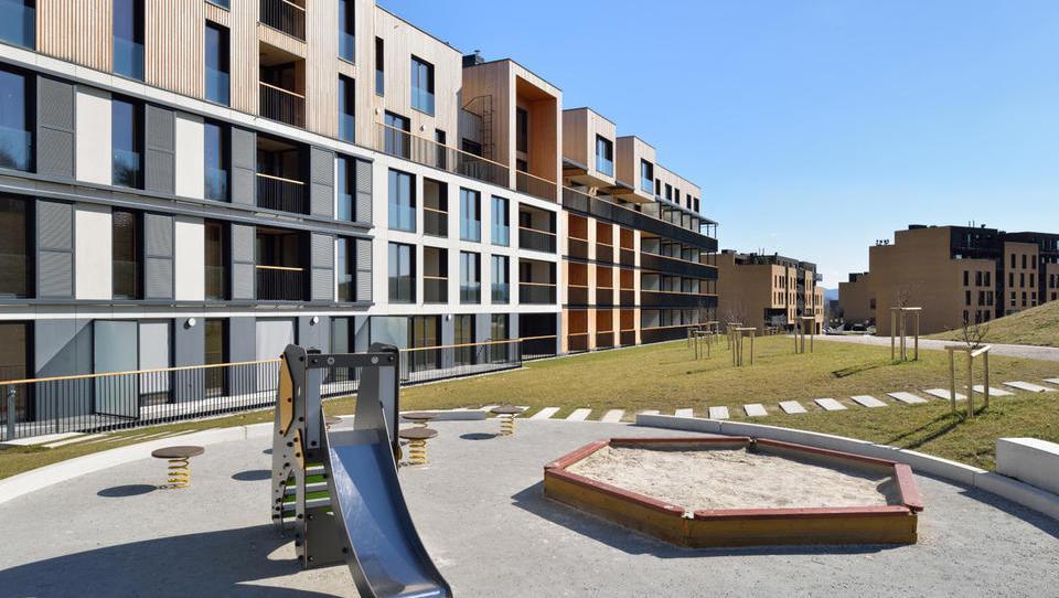 Stanovanjski sklad v prodajo hiš in stanovanj, cene od 1.300 do 3.500 evrov za kvadrat