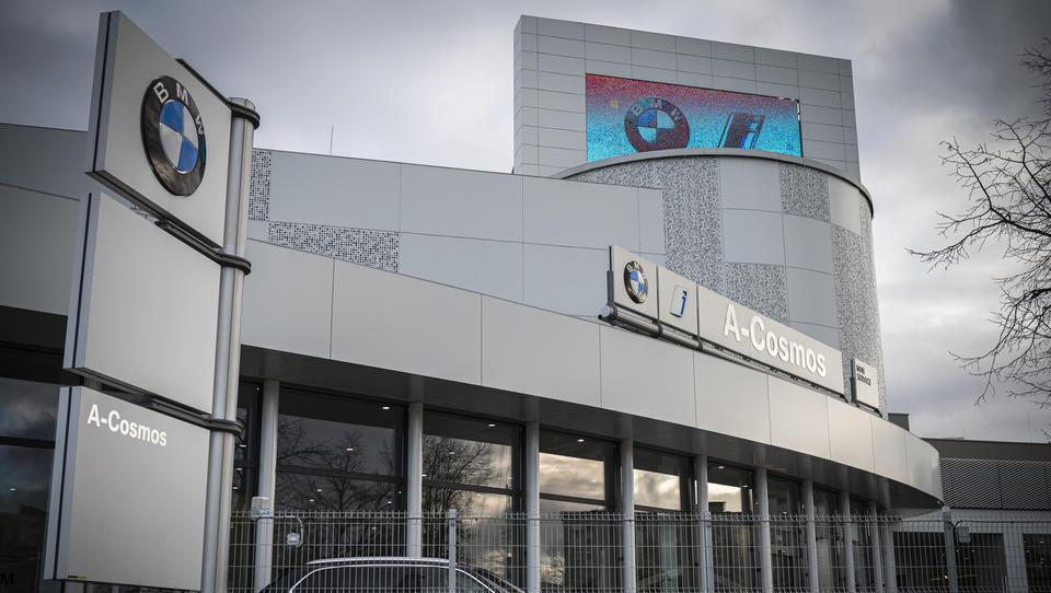A-Cosmos: bralec dobil BMW, a težav očitno še ni konec