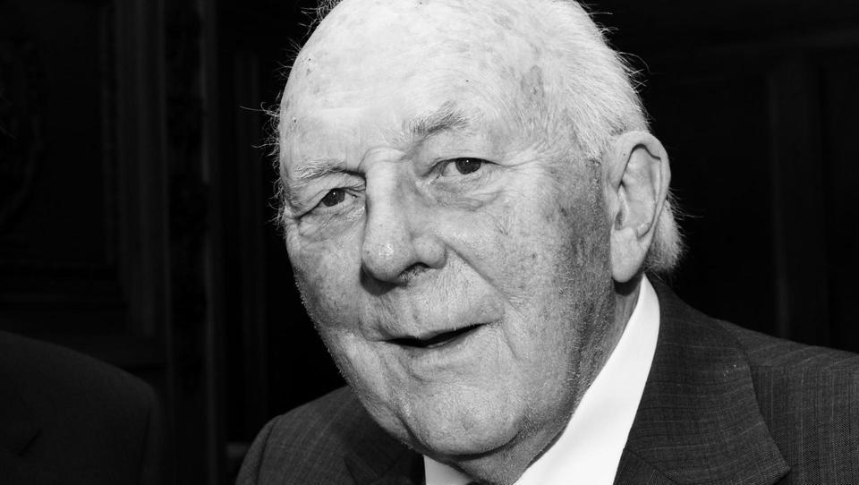 Neustrašni izumitelj ibuprofena je zaužil svoje molekule in dočakal 95 let