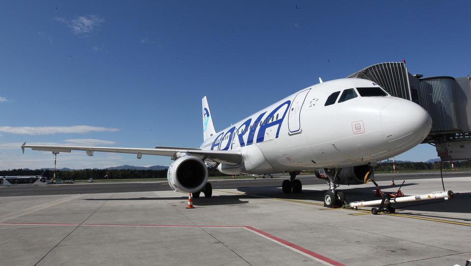 Adria Airways odpovedala naročilo letal sukhoi superjet; dokapitalizacije ne bo