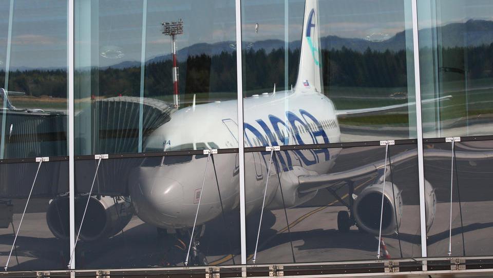 Neuradno: Adriin Darwin airlines prizemljen, švicarska CAA mu je licenco za letenje odvzela zaradi insolventnosti. Pozor, če letite z Adrio!