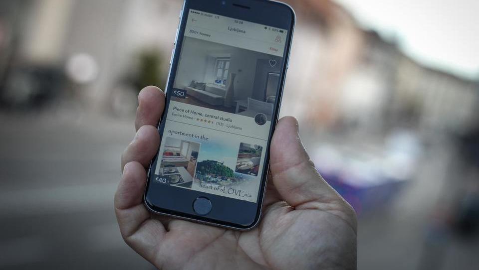 Oddajate prek Airbnb? Vaši računi morajo biti davčno potrjeni