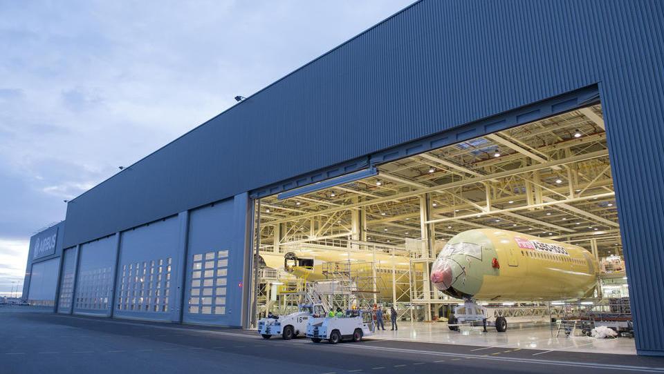 Malezijski AirAsia naročil za 30 milijard Airbusovih letal