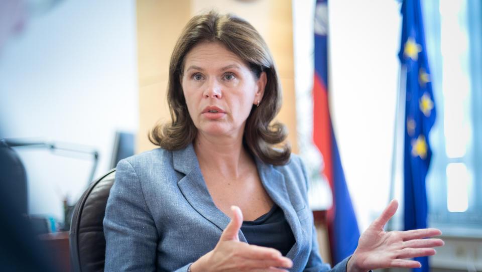 Na vladi zavrnjeno posredovanje Bratuškove v družbah ELES in Borzen