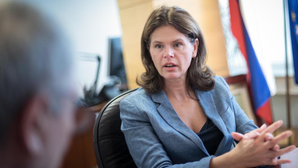 Bratuškova: Za izgradnjo drugega tira moramo zagotoviti 1,194 milijarde evrov
