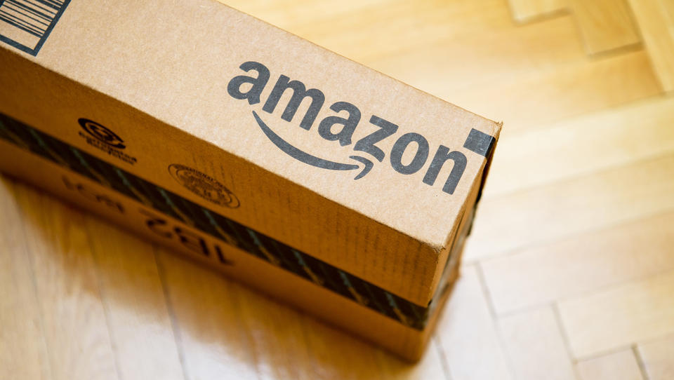 Slovenska podjetja še vedno ne morejo prodajati na Amazonu. Barikado jim postavlja naša zakonodaja