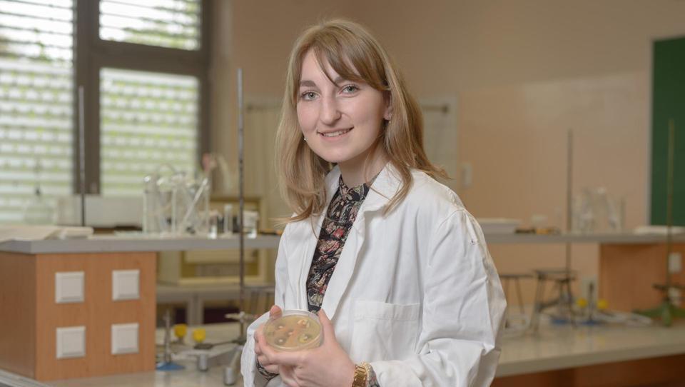Varnejše zmanjšanje tveganja bolnišničnih okužb z naravnimi biocidi
