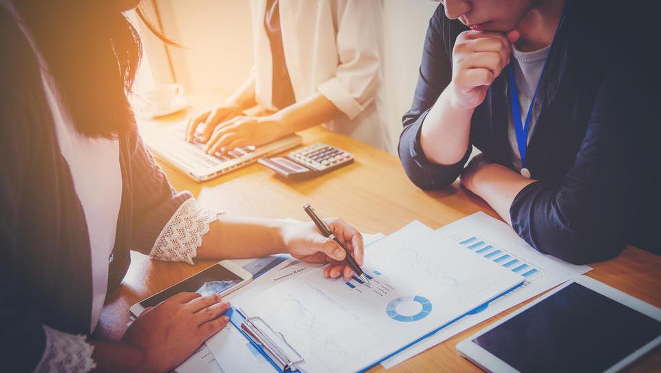 Mala in srednja podjetja lahko za statusno preoblikovanje dobijo subvencijo