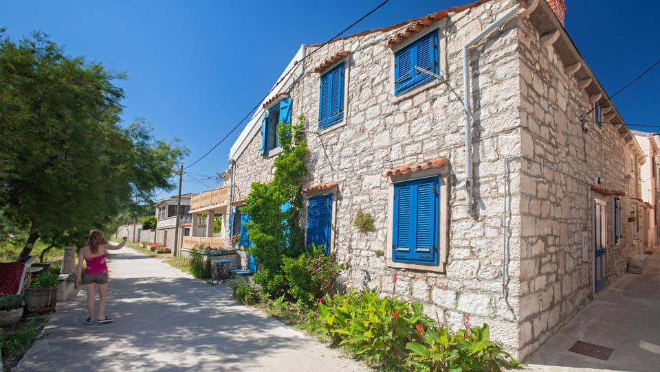 Ugodna posojila za prenovo turističnih apartmajev, kampov, bazenov na Hrvaškem