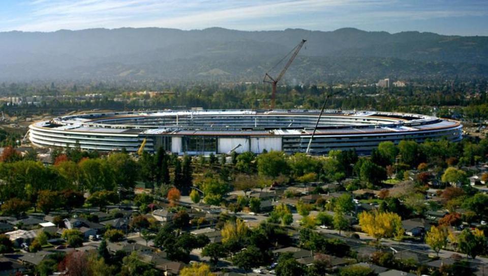 Apple se v futuristični Apple Park seli aprila