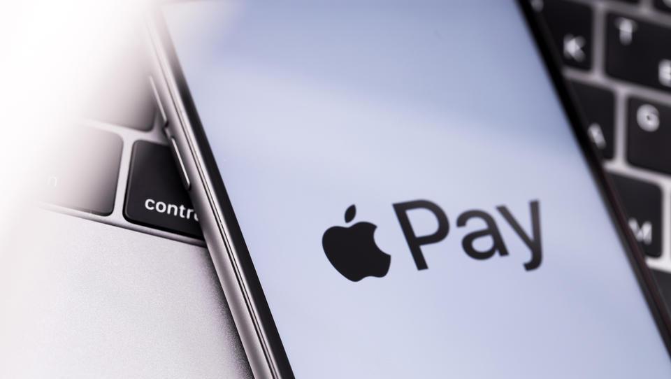 Storitev Apple pay od danes tudi v Sloveniji