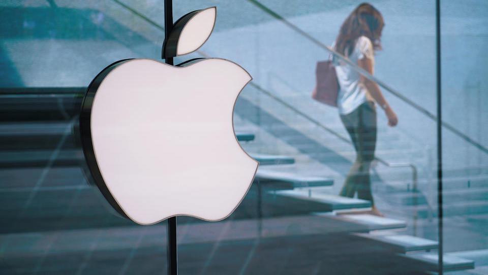 Apple po objavi skromnih prihodkov manj vreden od Microsofta, Amazona in Alphabeta