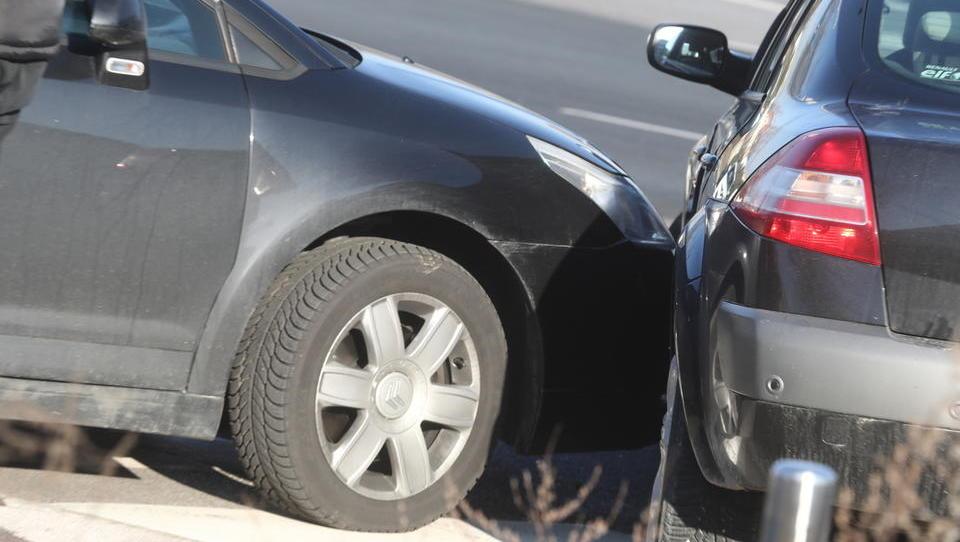 Kranjski policisti ovadili osem ljudi, ki so prirejali prometne nesreče in pobirali zavarovalnino