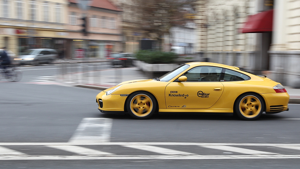 Ferrari in Porsche že grmita med postajami LPP