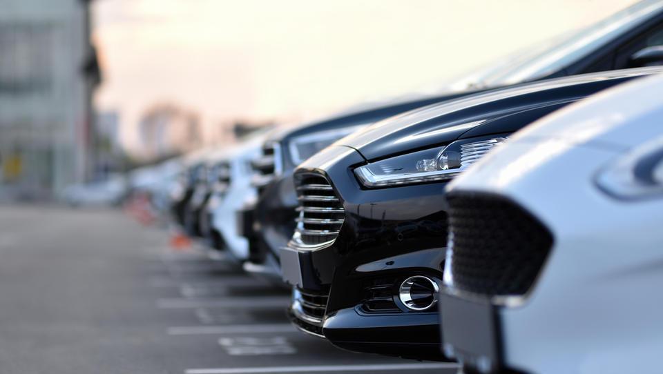 Avtomobilski trg se bo sesul na nižjo raven kot v recesiji, okrevanje bo počasno
