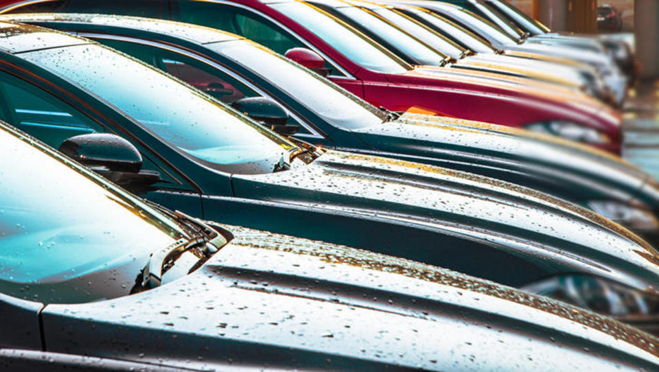 Rdeči marec za prodajo avtov v Sloveniji, upad kar 62-odstoten