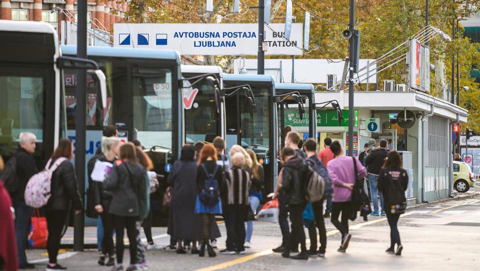 Asfaltiranje ali javni potniški promet? Do leta 2025 sploh nimamo izbire!