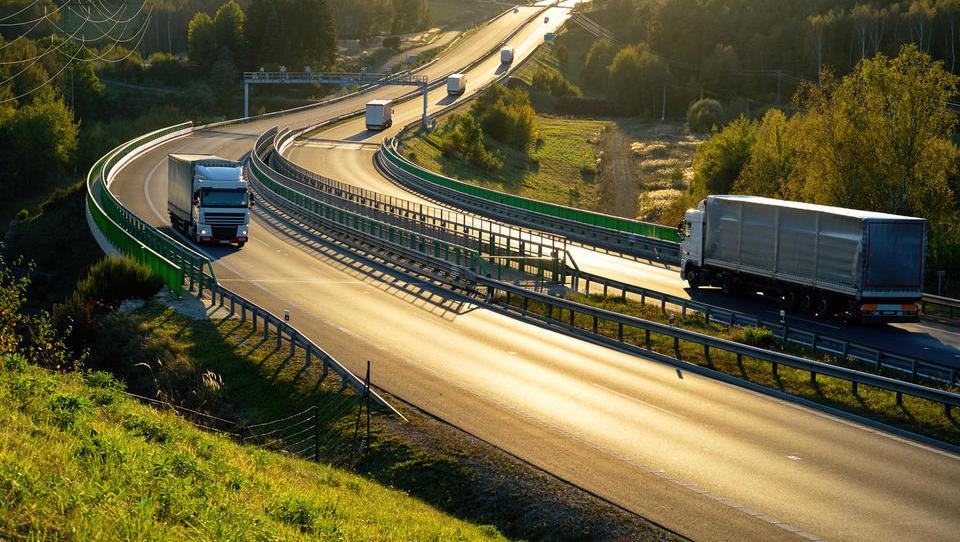 Samo tretjina pregledanih voznikov tovornjakov in avtobusov ne goljufa