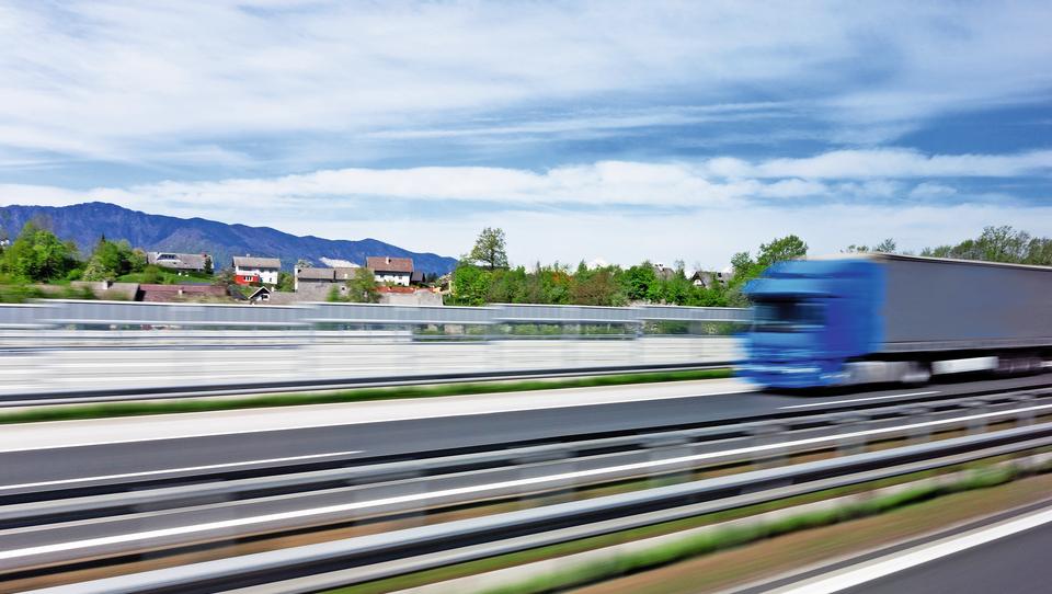 Kljub svetovnim trenjem je slovenski izvoz v polletju silovito zrasel