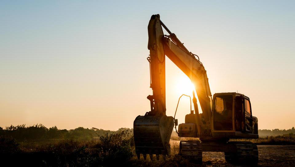 Z 20 evri na uro ni mogoče vlagati v gradbene stroje