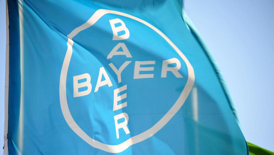 Po odločitvi o milijardni odškodnini tečaj Bayerja zdrsnil najnižje v zadnjih sedmih letih