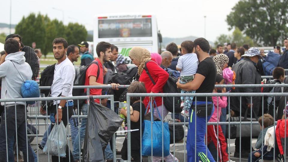 Češki predsednik Zeman bi raje izgubil sredstva EU kot sprejel begunce