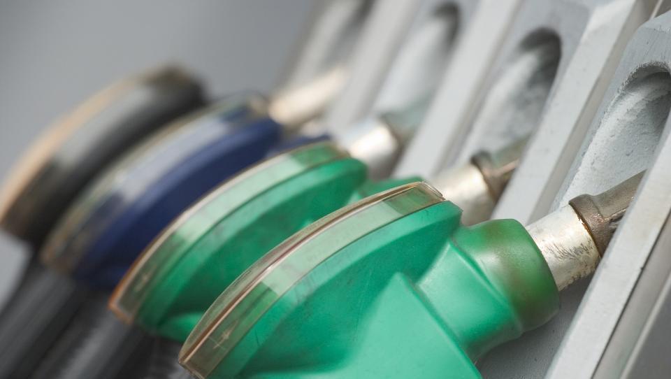 Cene goriv boste lahko spremljali na spletu: ob avtocestah za približno dva odstotka dražje