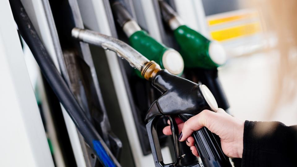 Torkove cene dizla in bencina vas lahko naredijo živčne