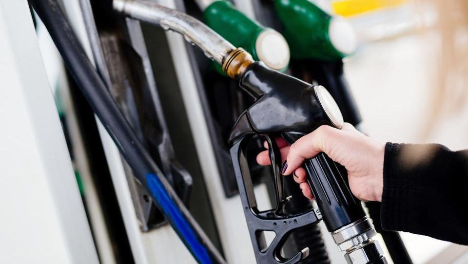 Bo dizel od torka še vedno dražji od bencina?