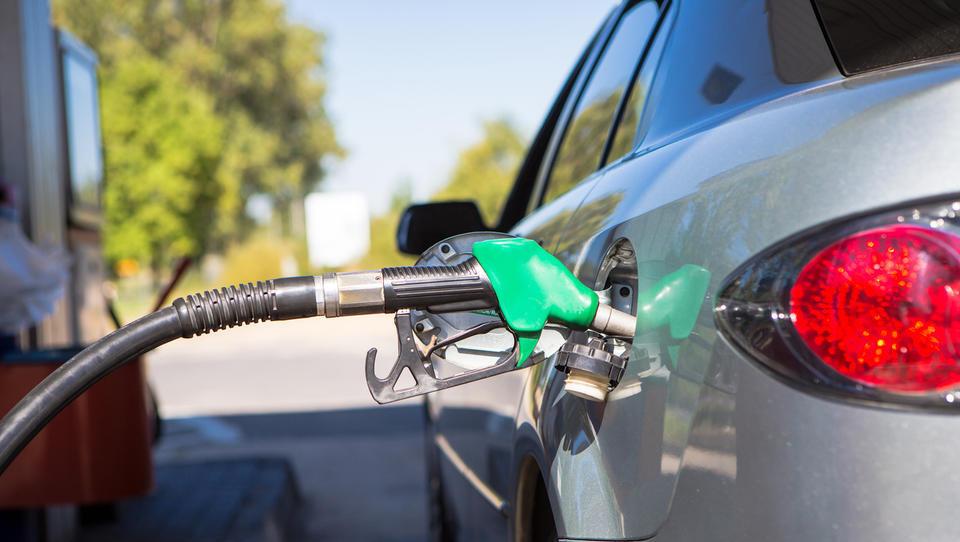 Bo torkova cena bencina in dizla sledila nižjim cenam nafte?
