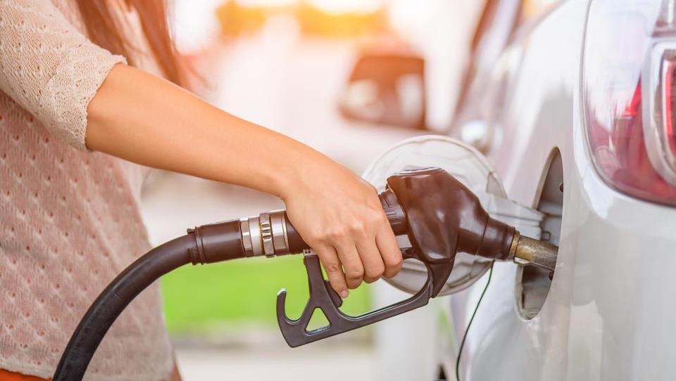 Razlika med ceno bencina in dizla bi se lahko še povečala