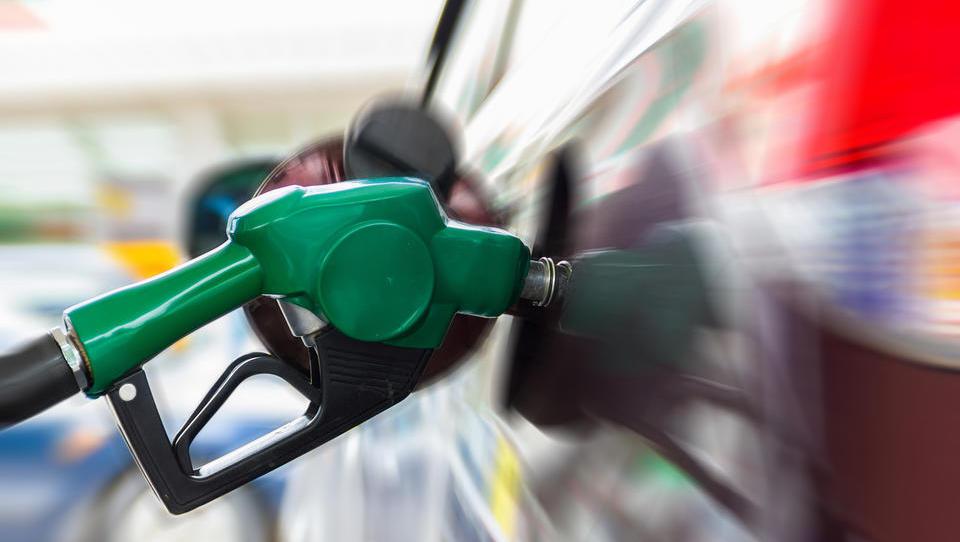 Se bo bencin pocenil še petič zapored?