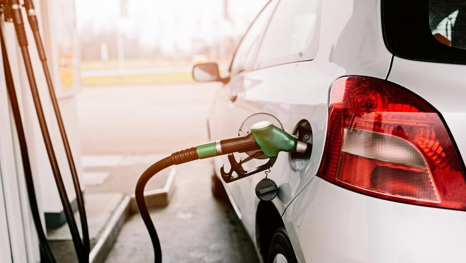 Kakšne cene bencina in dizla lahko pričakujemo v torek?