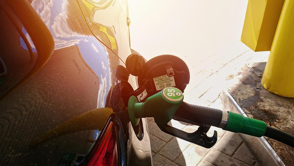 Takšna bo torkova cena bencina in dizla - če se ne bodo spet spremenile trošarine