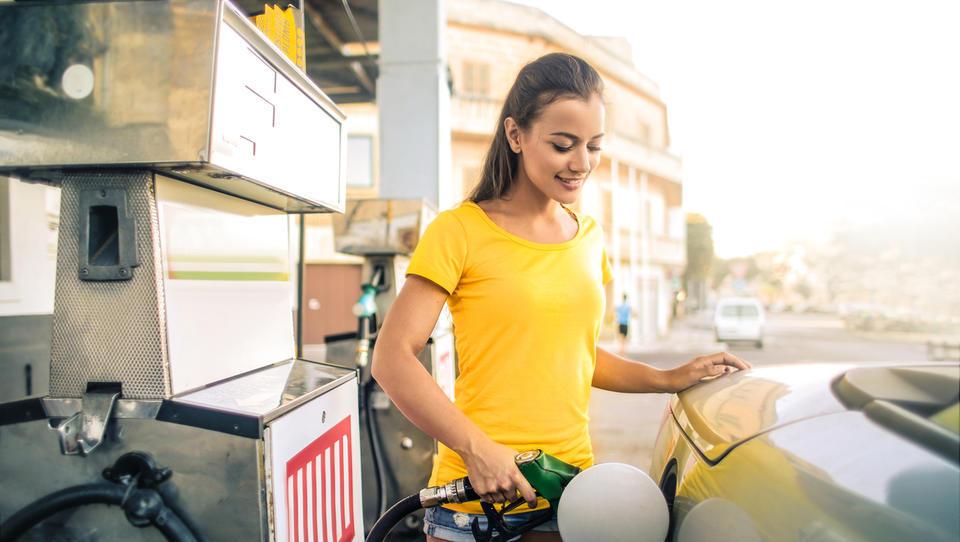 Regulirana pogonska goriva bodo cenejša, dizel ostaja dražji od bencina